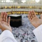 Beten zum Mekka während des Ramadan